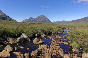 United Kingdom, Scotland, Highland, Glencoe, Glen Etive, Buachaille Etive Mor, Coupal river with red rocks - LBF01919