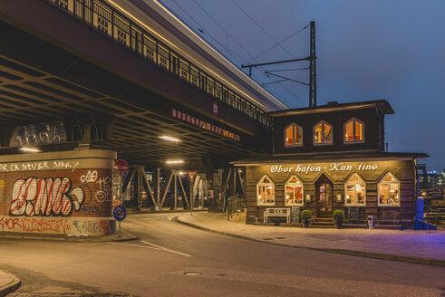 Germany, Hamburg, Oberhafenbruecke and canteen - KEB00800