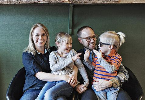 Happy family at eyeglasses workshop - MASF02445