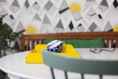 Tea cups in tray on table at home - MASF02734