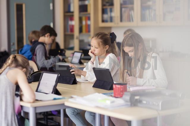 High school children using digital tablet in classroom - MASF03105