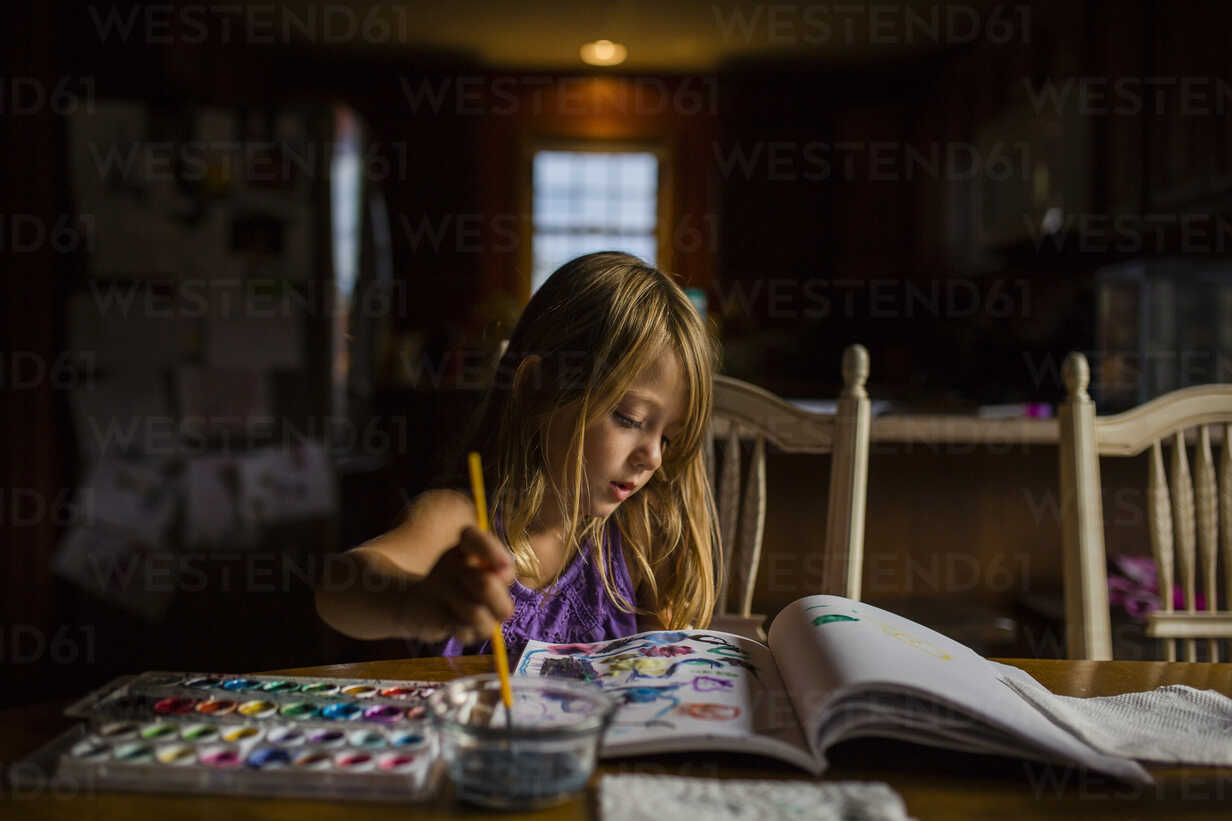 Girl drawing in book while sitting at table - CAVF38313 - Cavan Images/Westend61