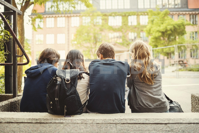 Rear view of teenagers sitting on steps outdoors - MASF03996 - Maskot ./Westend61