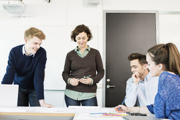 Professor and students in classroom - MASF04059