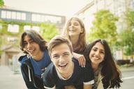 Portrait of teenagers enjoying outdoors - MASF04074
