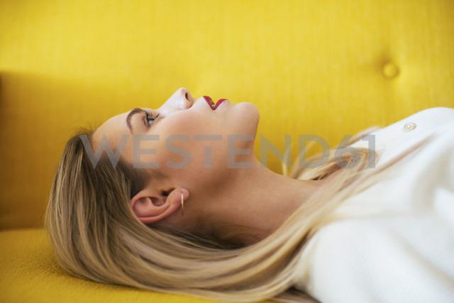 Blonde woman lying on sofa - EBSF02414 - Bonninstudio/Westend61