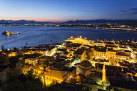 Greece, Peloponnese, Argolis, Nauplia, Argolic Gulf, Old town, View from Akronauplia to Bourtzi Castle in the evening - MAMF00019