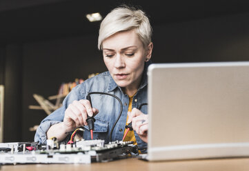 Woman working on computer equipment - UUF13393