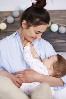 Mother breastfeeding her baby - ABIF00301