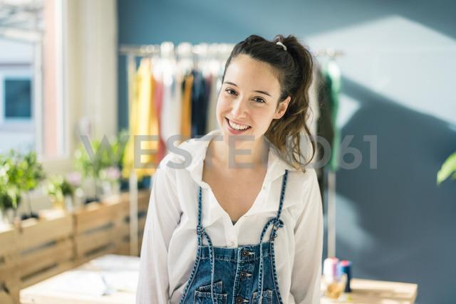 Portrait of smiling fashion designer in her studio - MOEF01005 - Robijn Page/Westend61