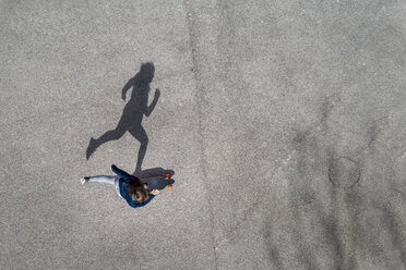 Woman longboarding, top view - STSF01488