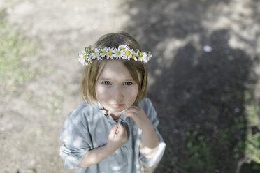 Portrait of blond little girl wearing flowers - KMKF00177