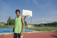 Young basketball player with ball and arm pocket - FMOF00339