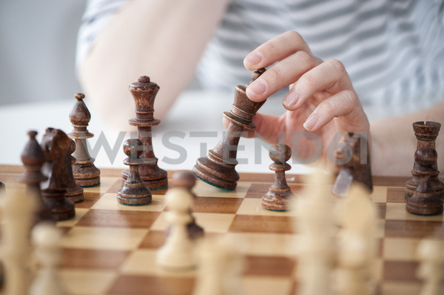 Woman's hands playing chess - MASF05927
