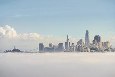 USA, California, San Francisco, fog - MKFF00351