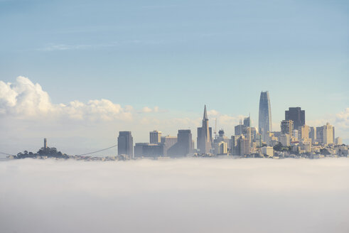 USA, California, San Francisco, fog - MKFF00351