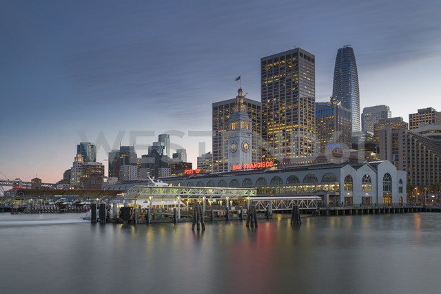 USA, California, San Francisco, Ferry house and Financial District in the evening - MKFF00357