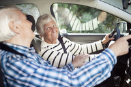 Active senior couple smiling in car - MASF06611