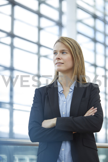Portrait of blond young businesswoman - PNEF00607