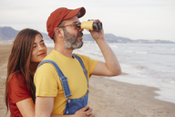 Couple with binoculars on the beach - RTBF01180