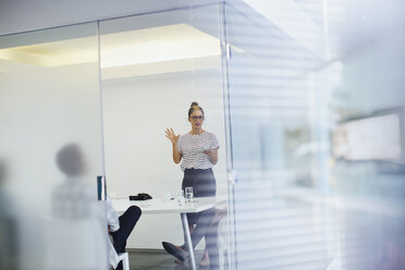 Businesswoman leading conference room meeting - HOXF03389