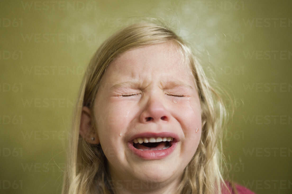 Sad girl crying at home - CAVF45931 - Cavan Images/Westend61