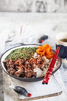 Vegan teriyaki bowl with pulled teriyaki beef made from jackfruit, spinach, rice and carrots - SBDF03534
