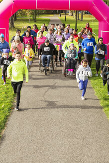 Runners starting at charity run in park - CAIF20486