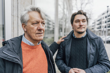 Senior man and young man in the city - GUSF00650
