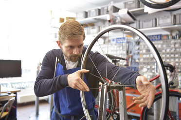 Bicycle mechanic in his repair shop, portrait - LYF00822