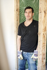 Man renovating his new home, portrait - PESF01083