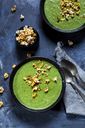 Vegan green vegetable soup with spinach, leek and peas, chili popcorn - SBDF03551