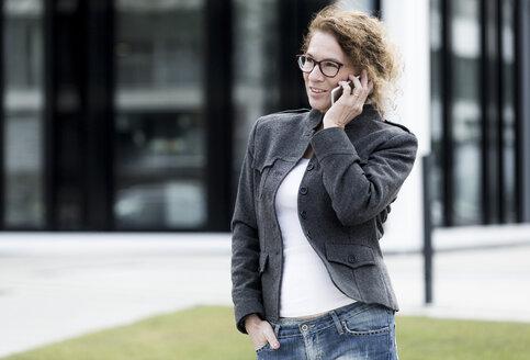 Woman using smartphone - FLLF00011