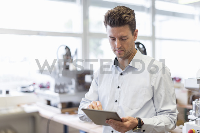Man using tablet in factory - DIGF03973
