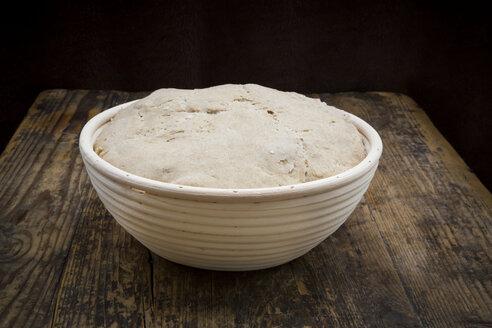 Homemade sourgough bread in baking basket - LVF06905