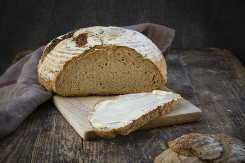 Homemade sourgough rye bread on chopping board - LVF06911