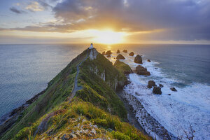 New Zealand, South Island, Southern Scenic Route, Catlins, Nugget Point Lighthouse at sunrise - RUEF01878