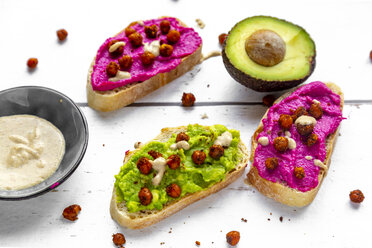 Baguette with guacomole and beetroot hummus, roasted chick peas and tahin dressing - SARF03692
