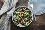 Lunch box with field salad, onions, roasted mushrooms, onions and balsamico - IPF00451