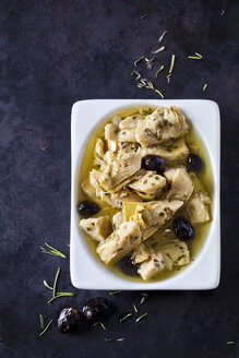 Marinated artichoke hearts with black olives - CSF29137