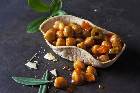 Chick-pea stew with green olives in edible bowl - CSF29149