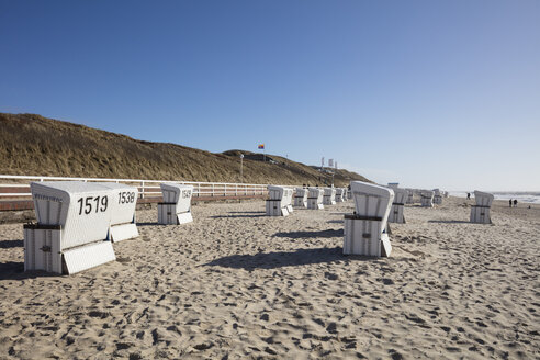 Germany, Schleswig-Holstein, North Frisia, Westerland, Sylt, beach and hooded beach chairs - WIF03498