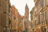 France, Haute-Garonne, Toulouse, Old town, old houses and Basilica of Saint Sernin - TAMF01063