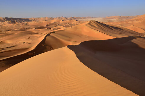 Oman, Dhofar, sand dunes in the Rub al Khali desert - ESF01630