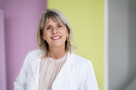Portrait of smiling mature businesswoman - HHLMF00291