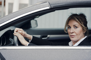 Portrait of confident senior businesswoman in car - KNSF03817