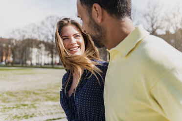 Happy couple on a walk - DIGF04150