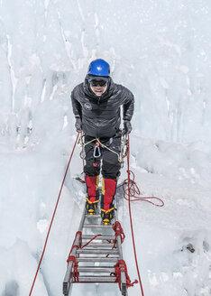 Nepal, Solo Khumbu, Everest, Mountaineer climbing on icefall - ALRF01058
