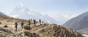 Nepal, Solo Khumbu, Everest, Group of mounaineers hiking at Dingboche - ALRF01088
