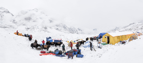 Nepal, Solo Khumbu, Mountaineers at Everest Base Camp - ALRF01103